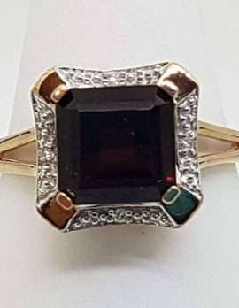 gold ring 9ct with ruby and precious gems