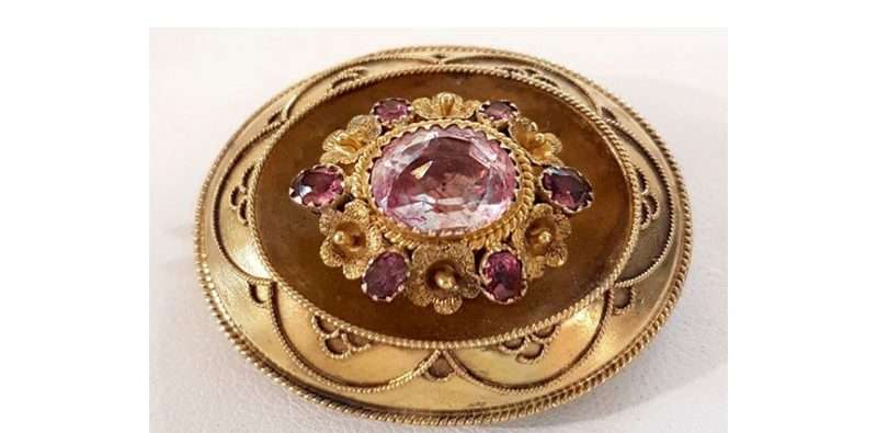 antique-gold-brooch