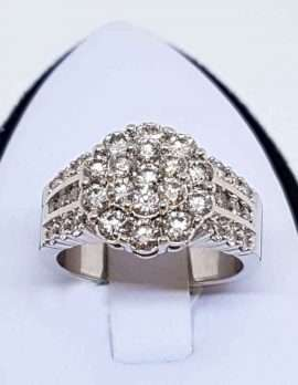 14 ct White gold ring diamond cluster wide band