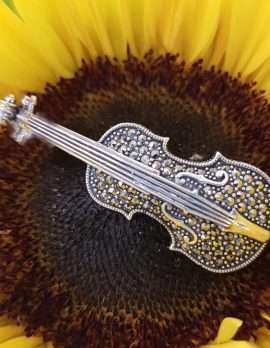 Sterling Silver and marcasite brooch - Violin