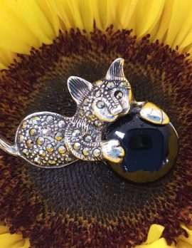 Sterling Silver and marcasite and sapphire brooch - Cat and ball