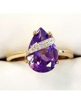 amethyst and diamond gold ring. teardrop shape