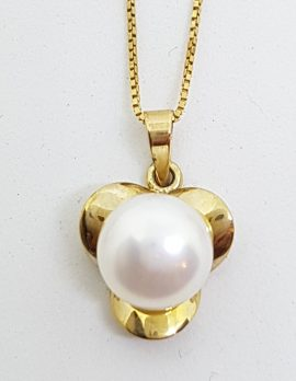 9ct Yellow Gold Pearl Pendant on Gold Chain