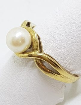 9ct Yellow Gold Pearl Twist Design Ring