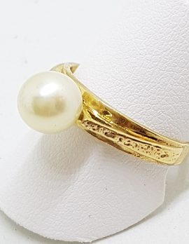 9ct Yellow Gold Pearl With Ornate Design Ring