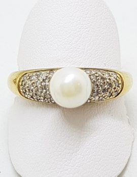 9ct Yellow Gold Pearl & Diamond Pave Set Ring