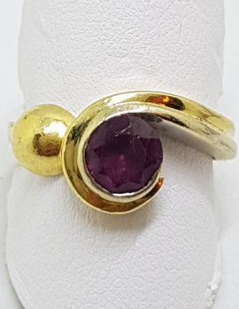 18ct Yellow Gold Garnet Twist Design Ring