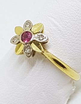 18ct Yellow Gold Natural Ruby & Diamond Daisy/Flower Ring