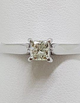18ct White Gold Princess Cut Square Diamond Solitaire Ring