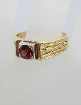9ct Yellow Gold Round Garnet with Patterned Design Large Size Ladies / Gents Ring