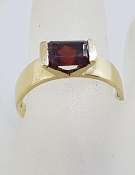 9ct Yellow Gold Rectangular Garnet Ring