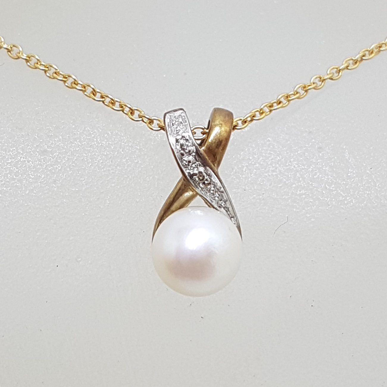 9ct Yellow Gold Diamond & Pearl Twist Pendant on Gold Chain