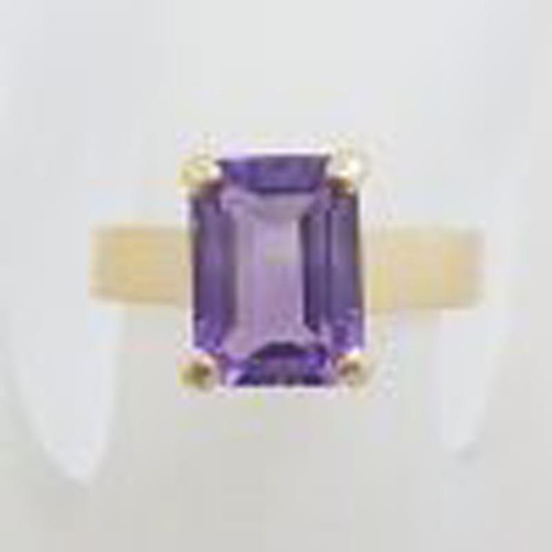 9ct Yellow Gold Rectangular Claw Set Amethyst Ring