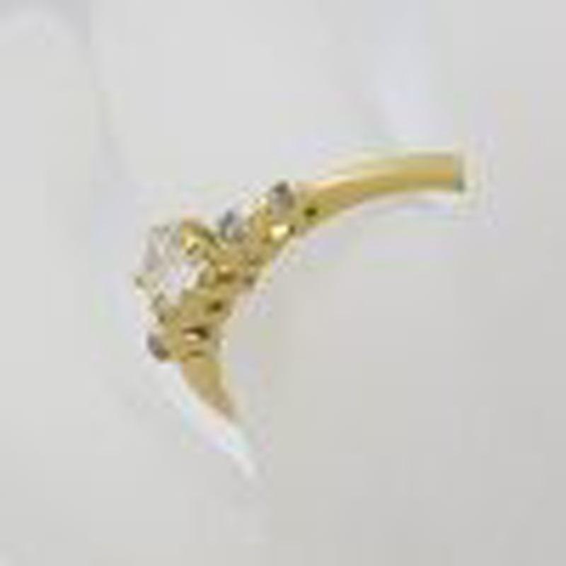 18ct Yellow Gold 5 Diamond Claw Set Engagement / Dress Ring